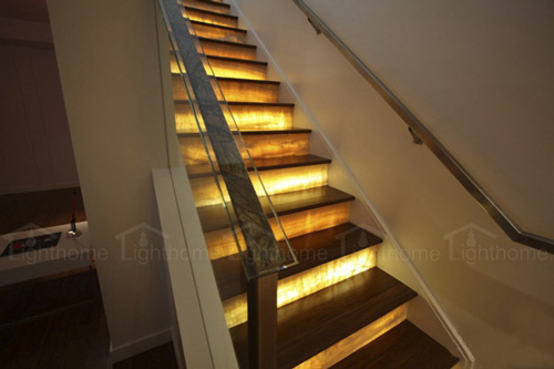 چراغ های زیرپله